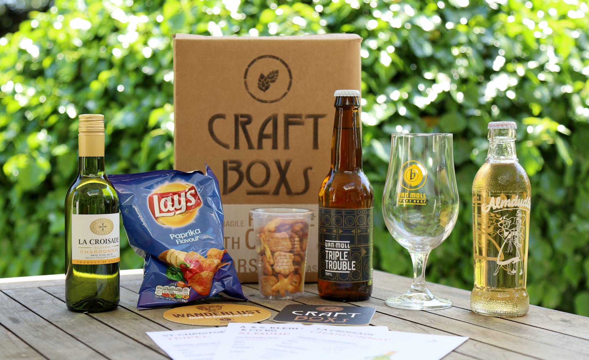Bedrijfsborrel pakket met wijn, speciaalbier, bierglas, craftsoda, borrelnootjes en chips